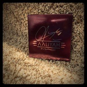DISCONTINUED Aaliyah Mac Eyeshadow Palette